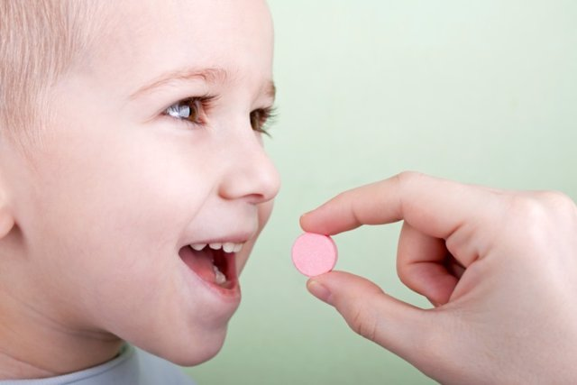 Niño, fármaco, pastilla