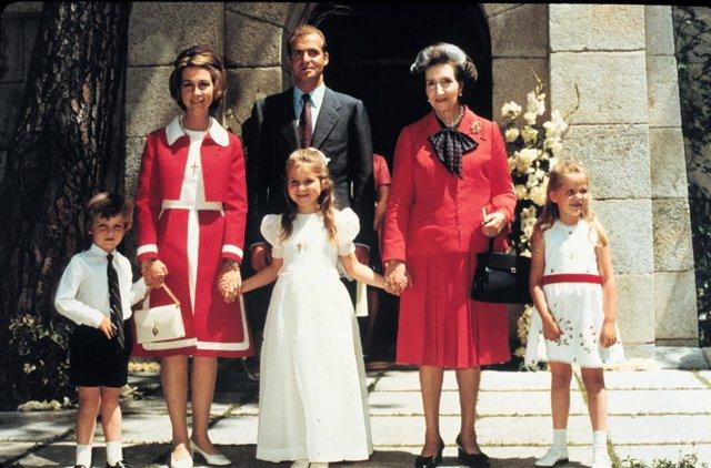 798a1e0d2283 La Reina Sofía y el Rey Juan Carlos el día de la comunión de Elena