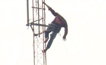 Un hombre se sube a una antena de 40 metros de altura y amenaza con suicidarse, en México