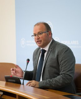 Miguel Tellado en rueda de prensa