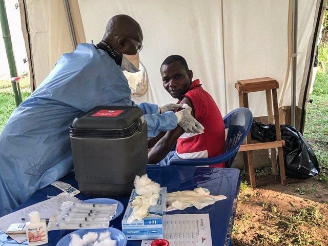 Campaña vacinación y asistencia del ébola en el congo