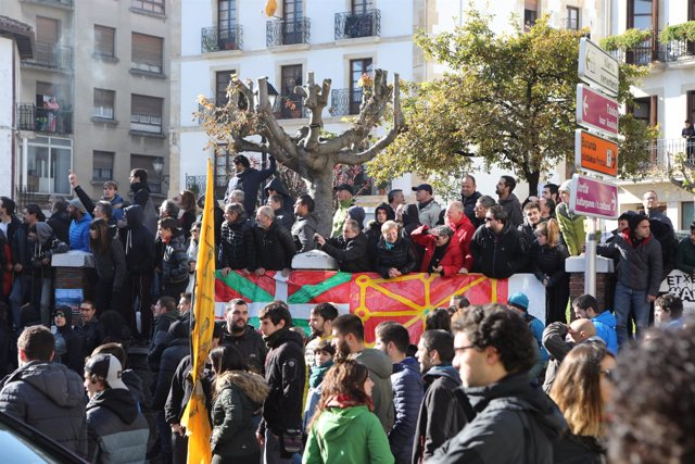 Foto del ambiente en la concentración de España Ciudadana en Alsasua, Navarra