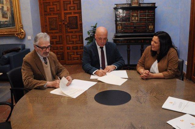 La Diputación rubrica tres convenios para prácticas y formación en empresas