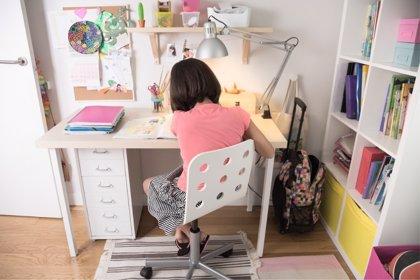 De pie o sentado, ¿qué es mejor para la salud de los niños?