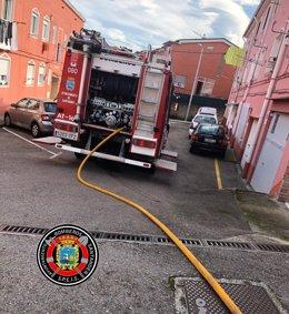 Bomberos en un incendio en Astillero