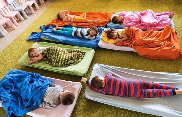 Dormir, siesta niños, guardería