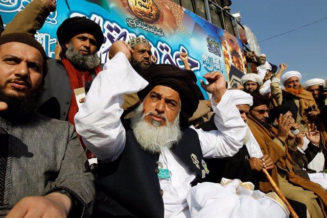 El líder del TLP, el clérigo Jadim Husain Rizvi, en una manifestación