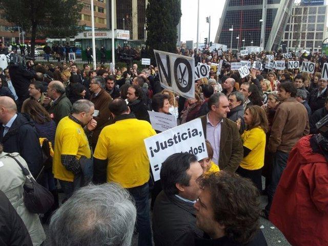 Jueces manifestándos en su jornada de huelga