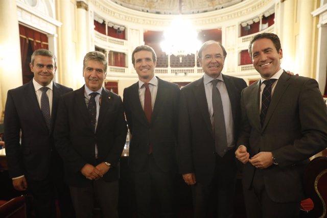 Ignacio Cosidó, segundo por la izquierda, con Pablo Casdo y dirigentes del PP