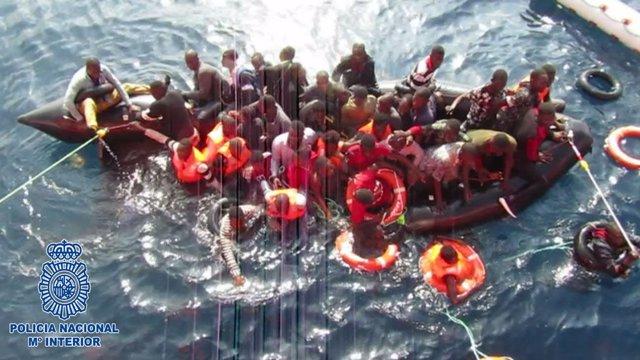 Patera interceptada en Almería de la que 20 murieron