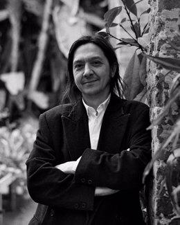 El escritor Santiago Lorenzo