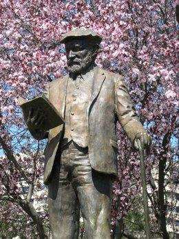 Estatua del poeta León Felipe en Madrid