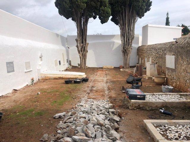 Exhumación fosa cementerio de Ibiza
