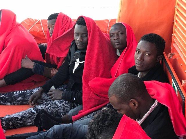 Migrantes rescatados de dos pateras en el Estrecho