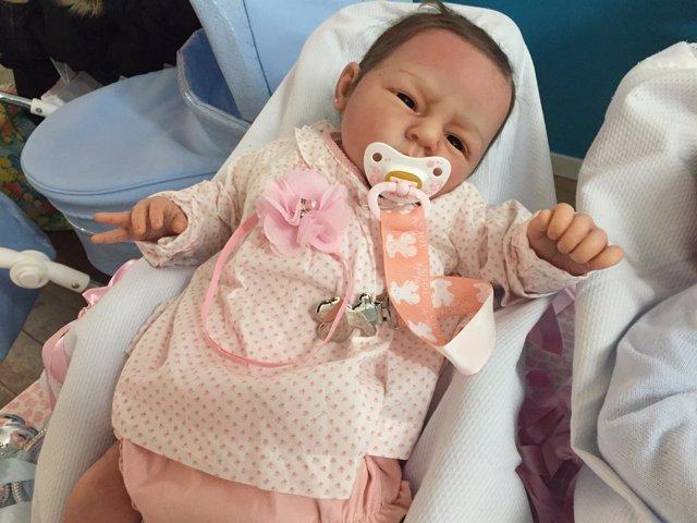 Imagen de uno de los muñecos bebés hiperrealistas