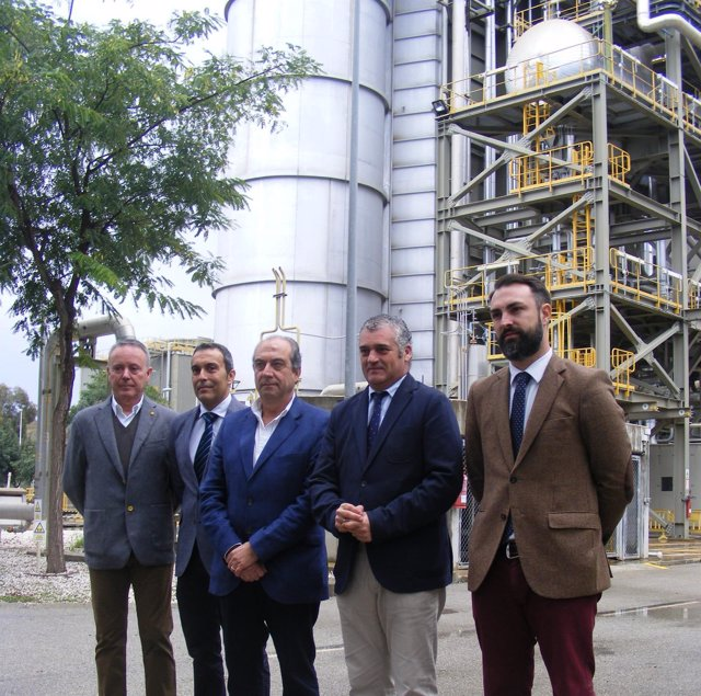 Carnero visita la central de Naturgy en el PTA de Málaga