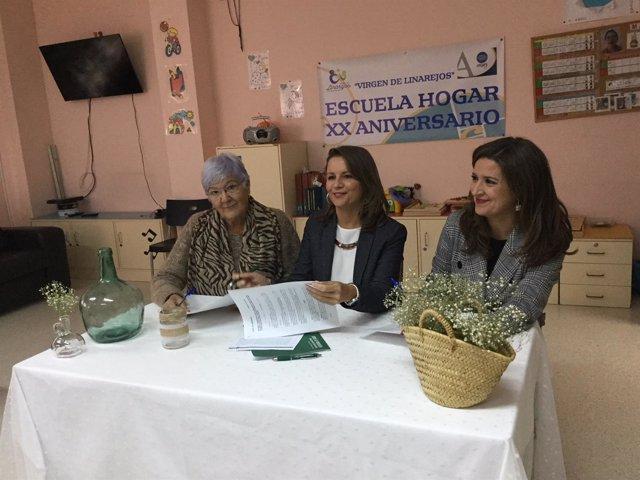 Firma del convenio con Aprompsi por la escuela hogar