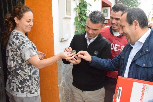 Jose Bernal y Jose Luis Ruiz Espejo en puerta a puerta en Marbella