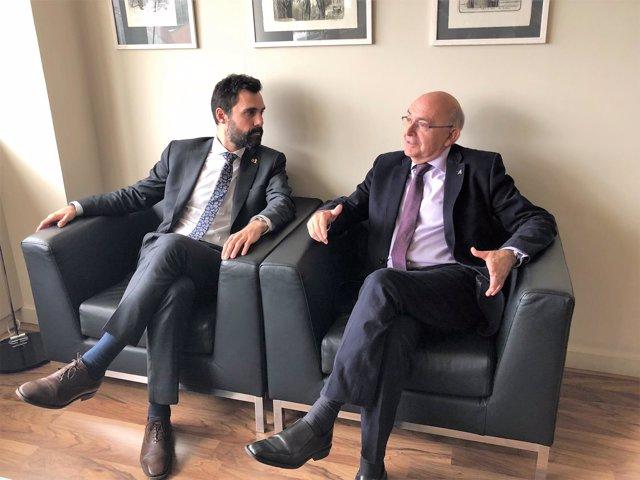 El pte. Del Parlament Roger Torrent y el director de la OAC Miguel Ángel Gimeno