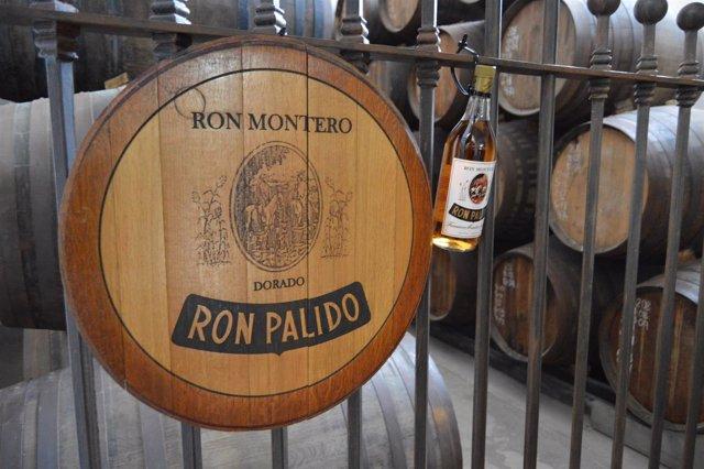 Bodega Ron Montero, con las barricas al fondo.