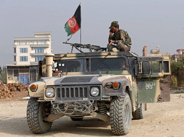 Vehículo militar afgano en Kabul