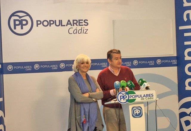 Sanz y Teófila Martínez en rueda de prensa