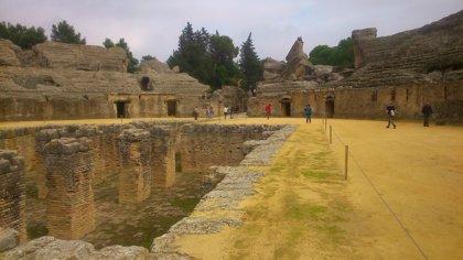 Civisur y Villalobos evalúan la candidatura de Itálica al Patrimonio Mundial tras entrar en la lista indicativa