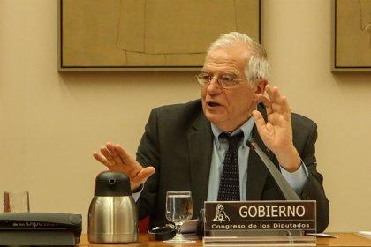 """Borrell defiende la reforma fiscal ante las críticas de la Cámara de Madrid: """"Bajar los impuestos no siempre es bueno"""""""