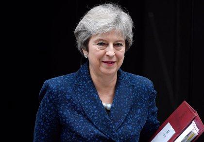 """Reino Unido """"lamenta"""" las sanciones de EEUU a Irán y resalta que expandirá su relación comercial con Teherán"""