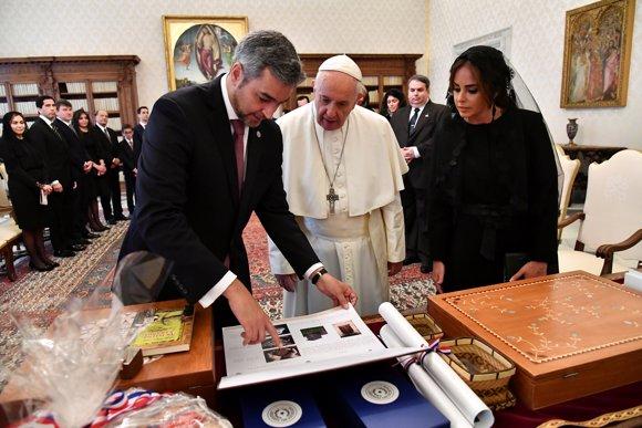 El presidente de Paraguay visita al Papa Francisco