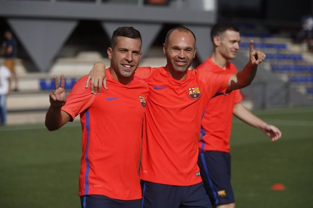 Iniesta y Jordi Alba se reincorporan al Barcelona