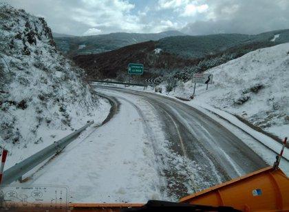 Equipos de vialidad invernal se movilizan para resolver incidencias en las carreteras del Alto Najerilla y Camero Viejo