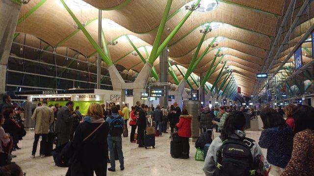 Pasajeros en Aeropuerto de Madrid