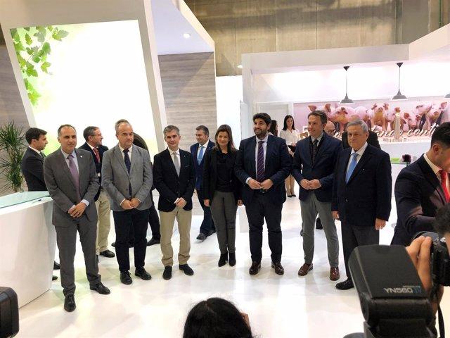 López Miras, con autoridades visita el stand de Cefusa en Sepor