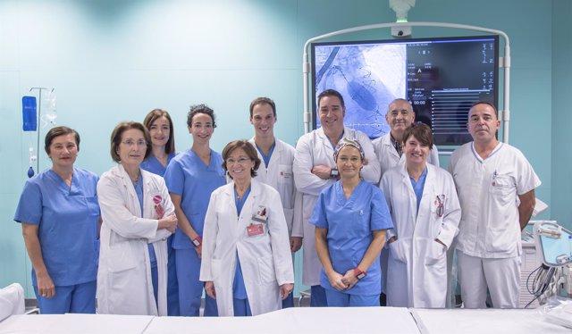 Equipo de especialistas del CHN participantes en el nuevo procedimiento