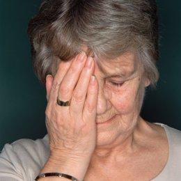 Dolor de cabeza, señora, ojo, anciana