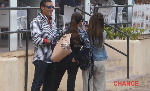 Isabel Pantoja con Chabelita y El Tato