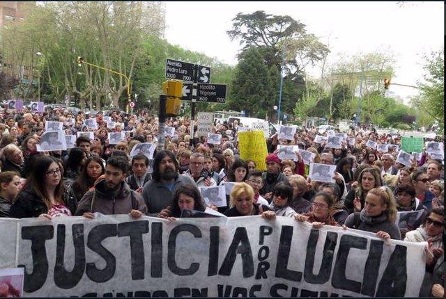 Manifestación en apoyo al juicio por el crimen de Lucía Pérez