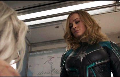 Capitana Marvel, con su traje Kree, pide a los estadounidenses que voten en las elecciones legislativas