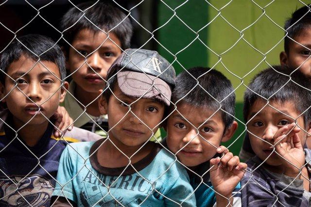 Niños en una escuela de primaria en Guatemala