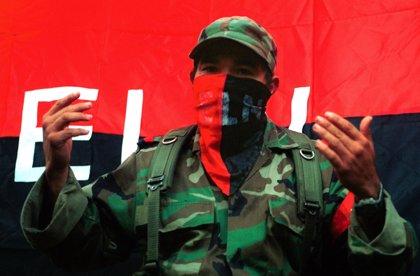 Los enfrentamientos entre el ELN y la banda criminal de 'Los Pelusos' dejan 850 desplazados en Colombia