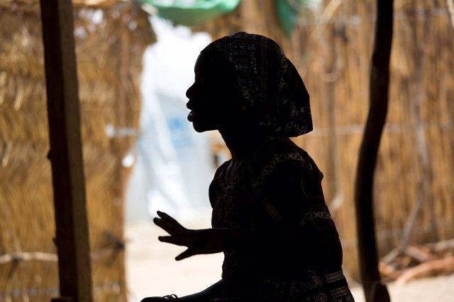 Una niña refugiada de quince años, Fati, en el norte de Camerún
