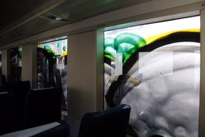 Un tren de Rodalies no pot sortir de Cervera perquè uns grafiters han pintat la cabina del maquinista