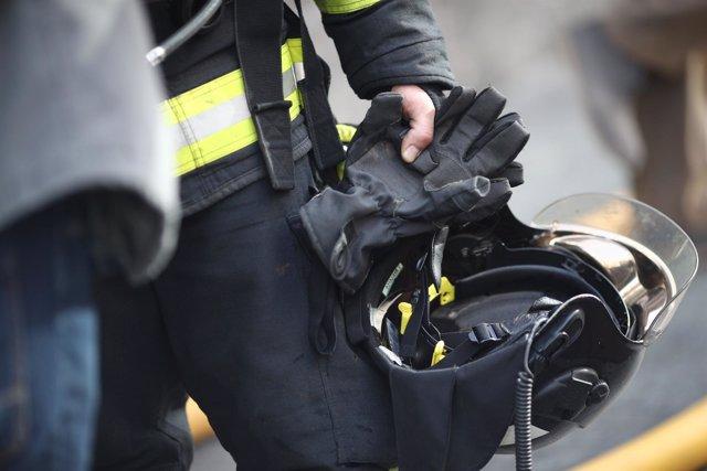 Recursos de bomberos, bombero de Madrid, casco, guantes