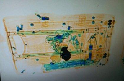 Una hebilla de cinturón en una maleta provoca una falsa alarma en las estaciones de Atocha y Sants