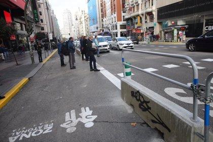 La obras de Gran Vía y la lluvia entaponan el centro de la capital en una nueva mañana de atascos