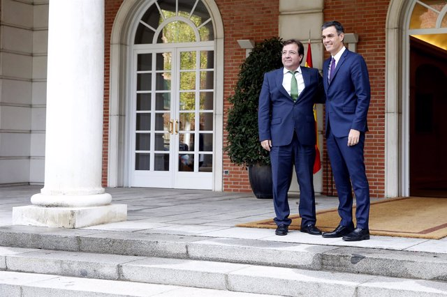 Pedro Sánchez se reúne con el presidente de la Junta de Extremadura, Guillermo F