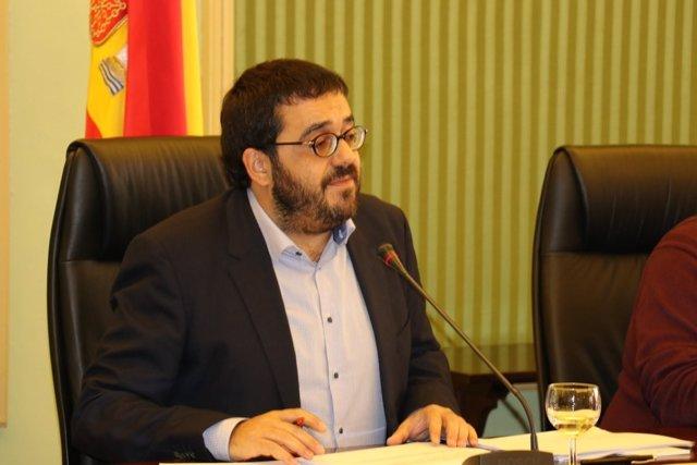 El conseller Vicenç Vidal en la Comisión de Hacienda