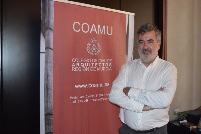 El decano del colegio de Arquitectos de Murcia, Rafael Pardo