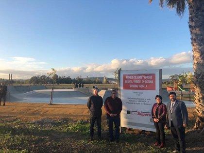 Diputación invierte más de 55.000 euros en un área 'skate' y un parque infantil en Lora del Río